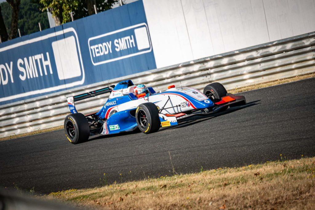 Antoine Robert au volant de sa Formule Renault 2.0 à Albi