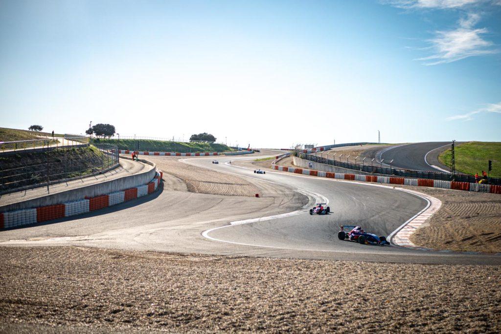 Course de Formule Renault 2.0 sur le circuit de lédenon