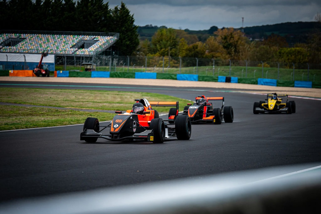 Formule Renault 2.0 sur le circuit de Nevers Magny-Cours