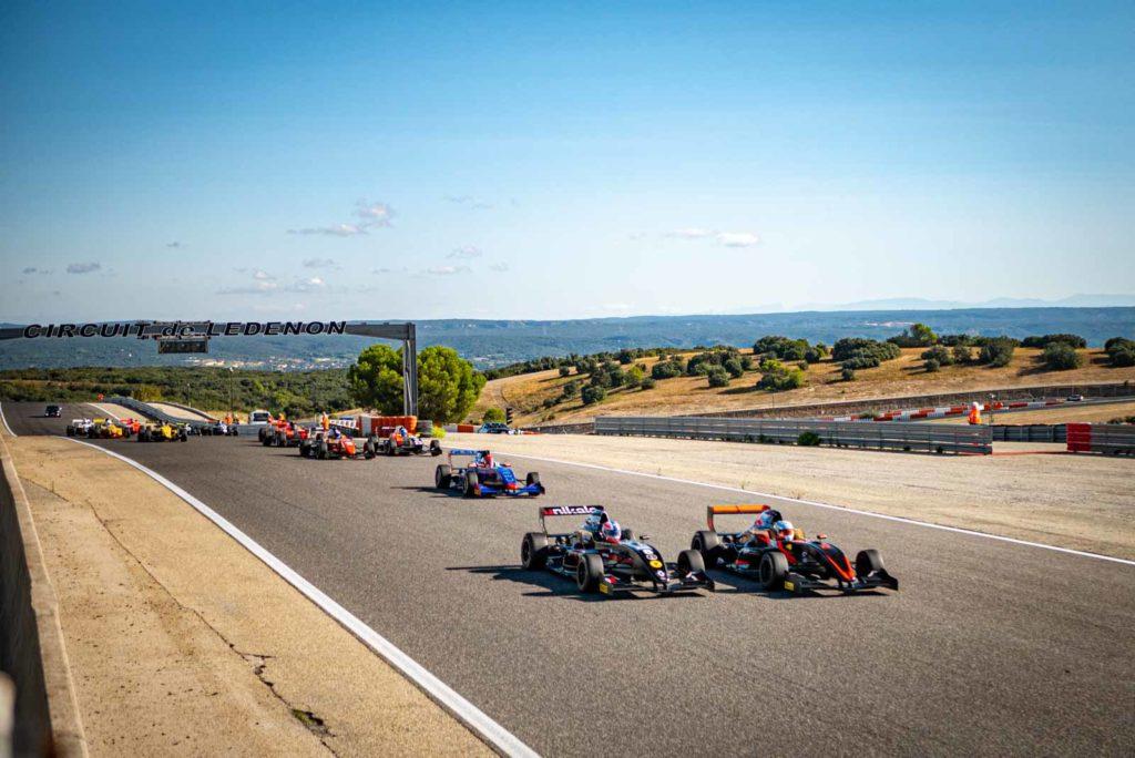Départ d'une course de la Formule Renault Cup